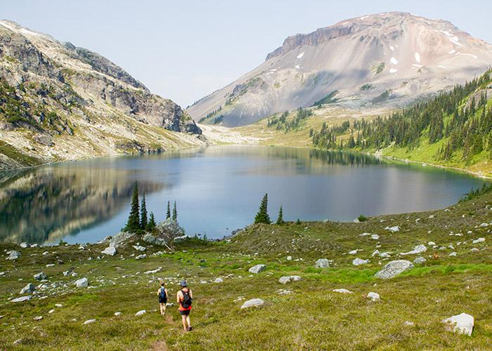 Hiking down to stunning Ring Lake