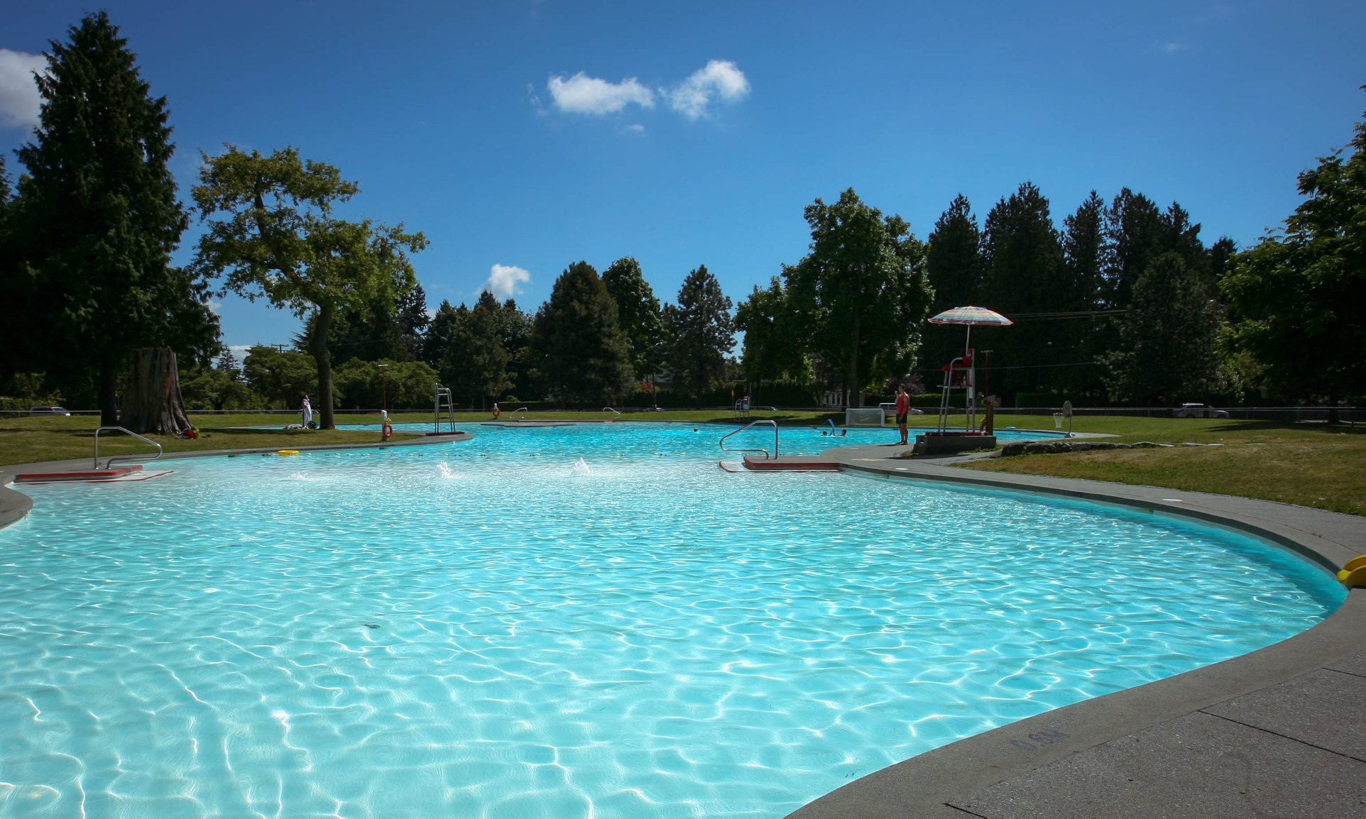 maple grove outdoor pool vancouver