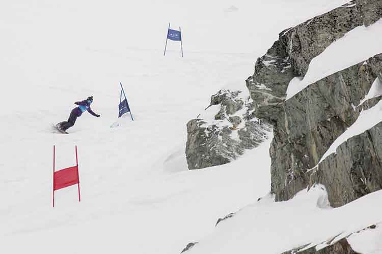 snowboarder on course in the Saudan Couloir Extreme Race